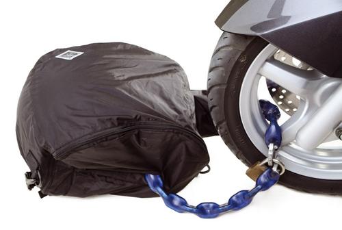 Tucano Urbano Waterproof 439 bag for helmet storage